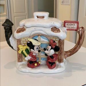 Disney Christmas teapot. Amazing  condition